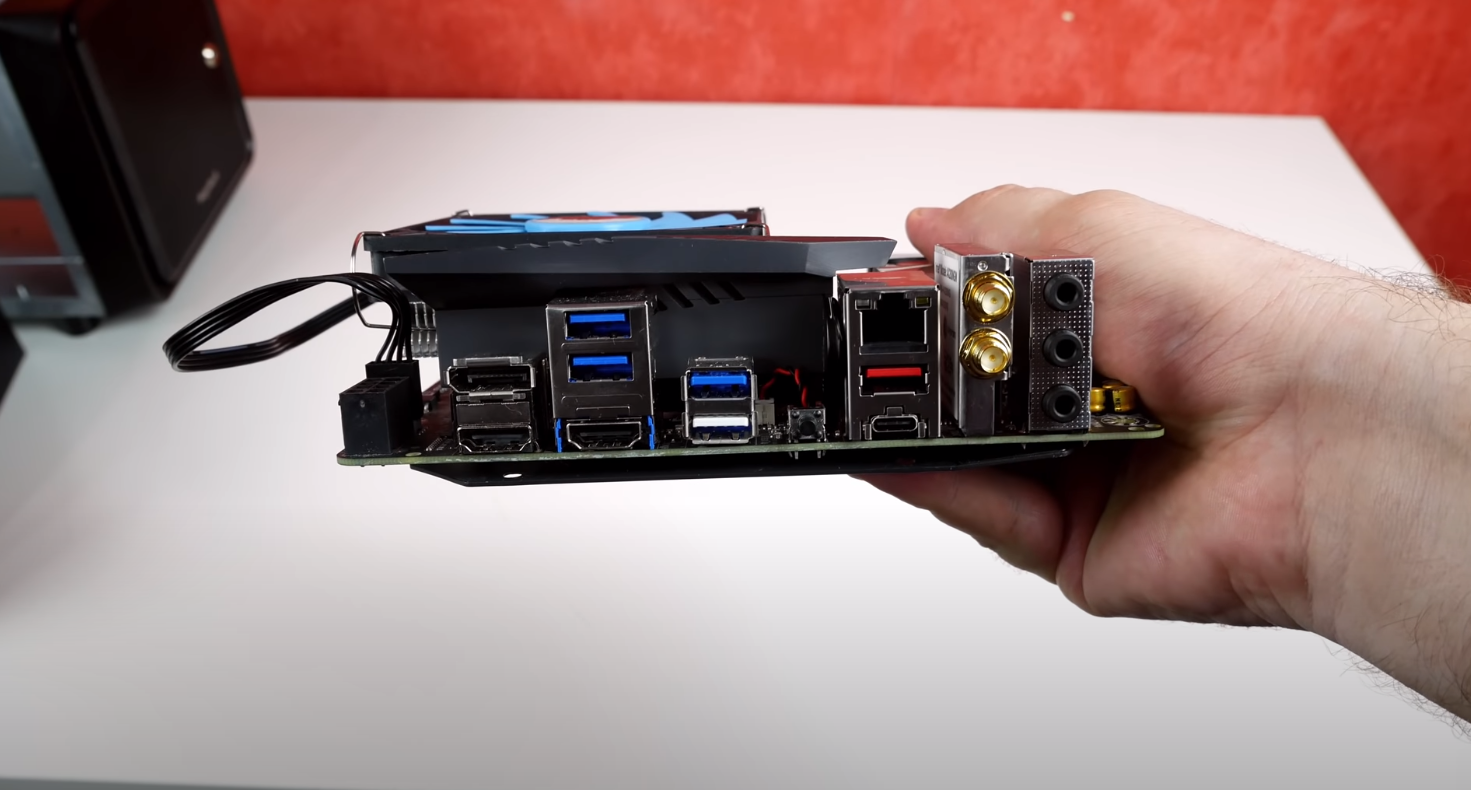 Mounting the Motherboard of the NAS Plex Media Server